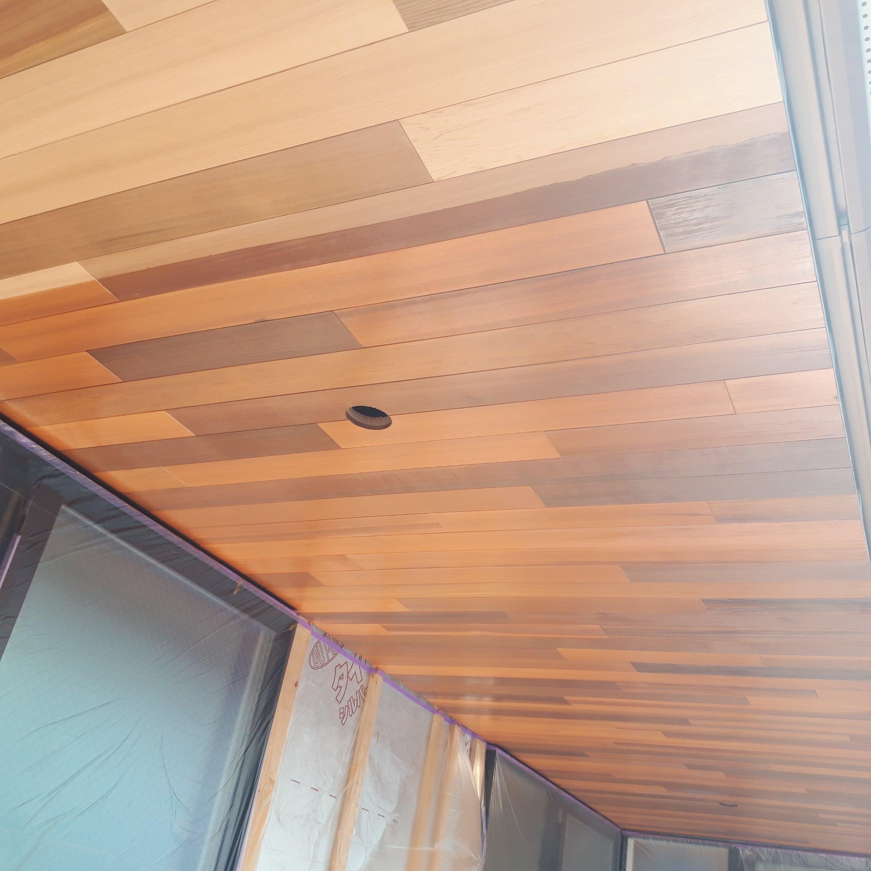 新築工事の天井塗装工事