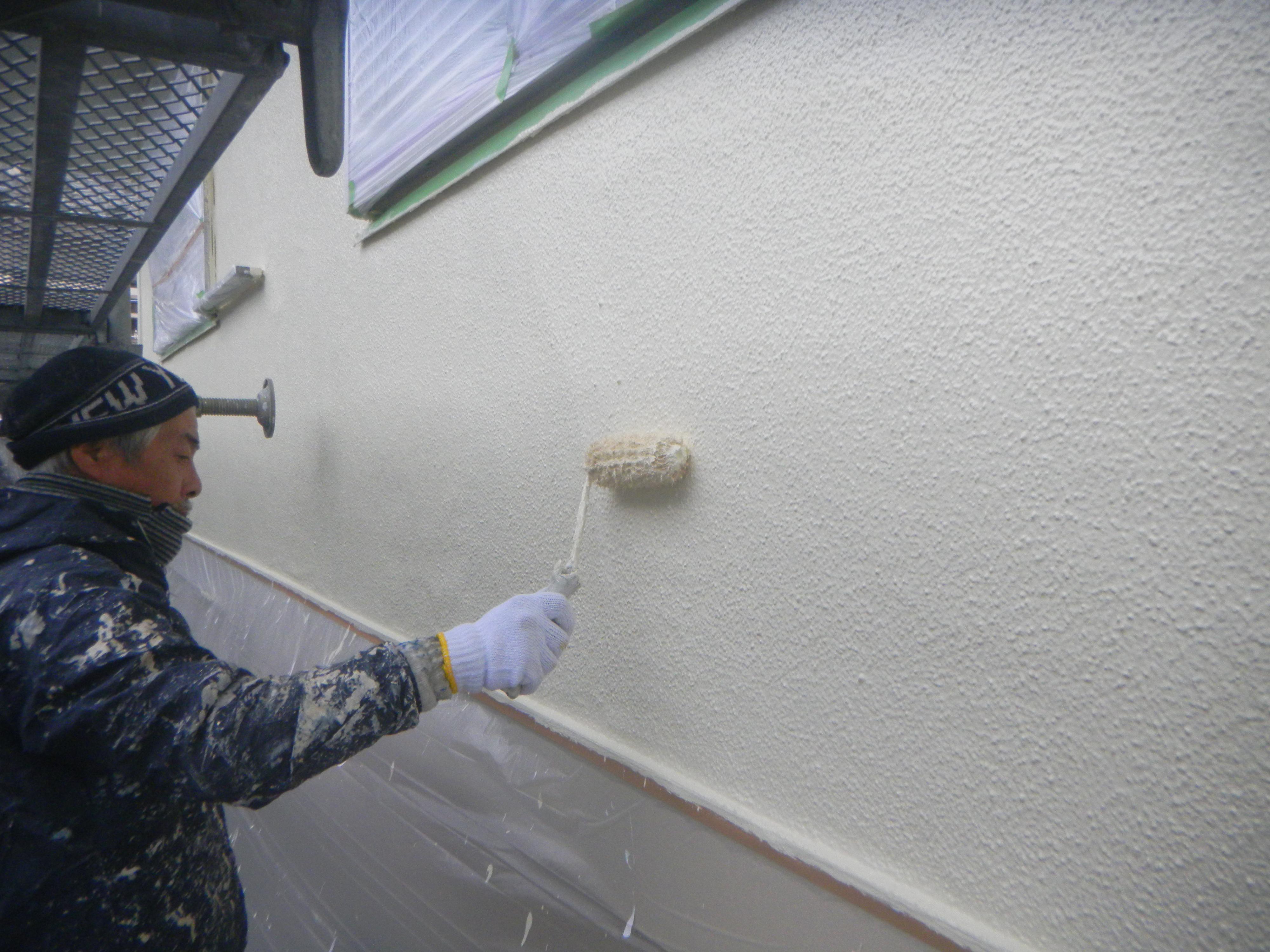 外壁塗装..仕上げ塗り風景